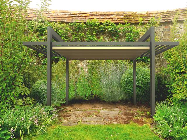 Pergola aluminiowa w ogrodzie